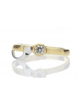 18ct Single Stone  Rub Over Set Fancy D-Shape Shoulder Diamond Ring 0.17 Carats